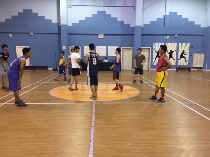以球会友 加强交流——记集团篮球代表队与鸿鹤村篮球代表队友谊赛